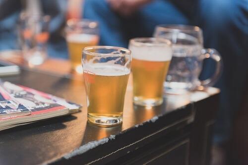 Drei Biere auf der Theke